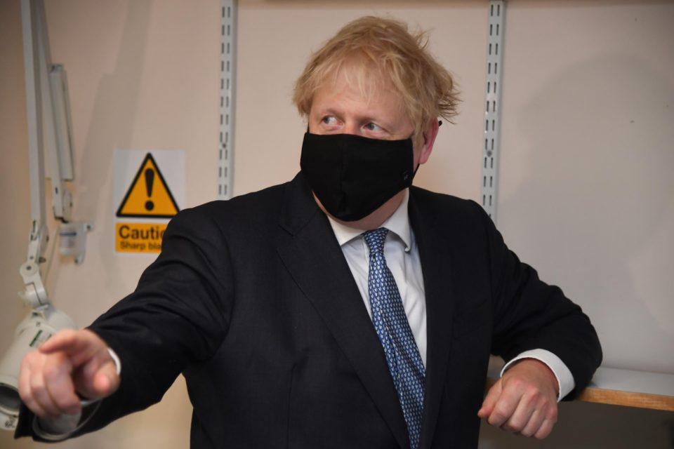 COVID-19 : Cas contact, Boris Johnson s'isole à Downing Street